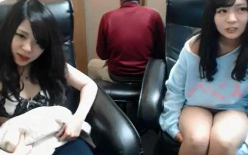 看誰更持久?兩個超正學妹竟攜男友到網咖啪啪啪競賽!旁邊顧客:小聲點!